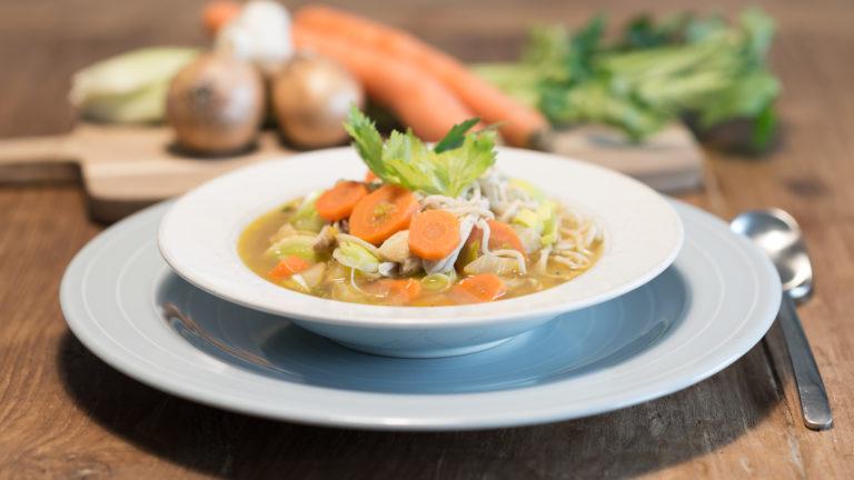 Snel klaar groente-kippensoep
